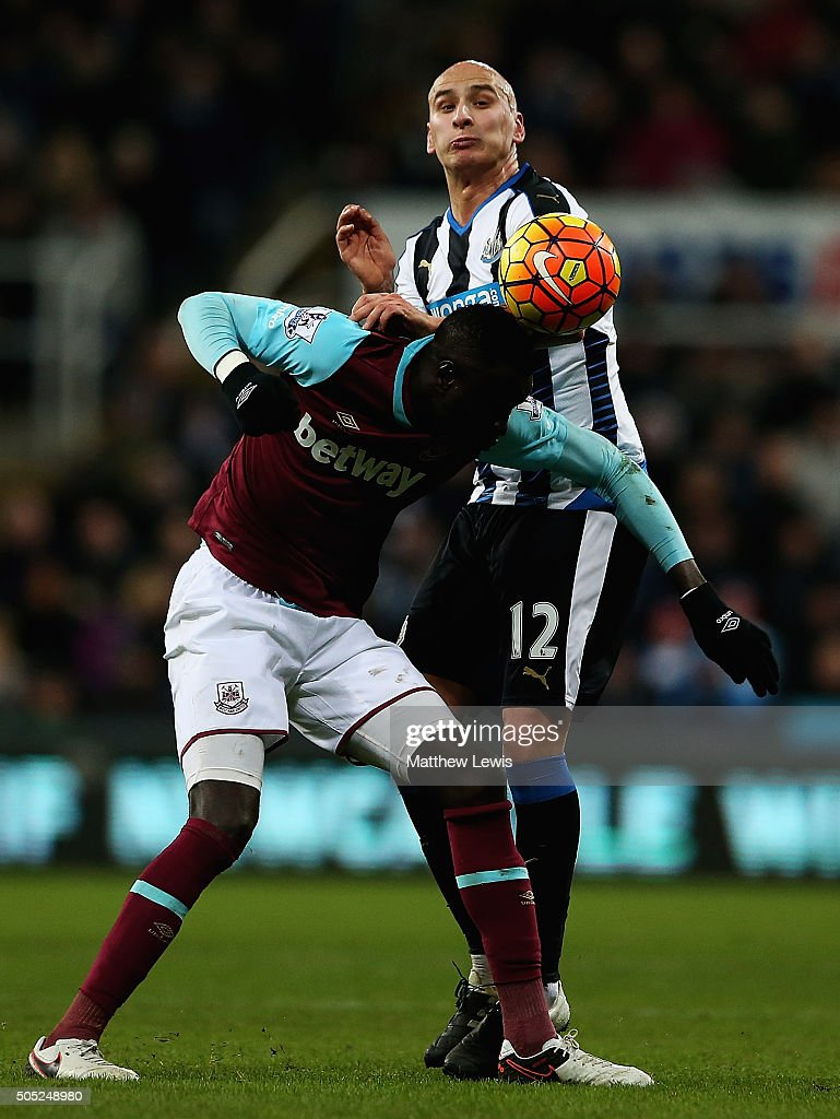 Cheikhou Kouyate of West Ham United and Jonjo Shelvey of Newcastle United challenge for the ball during the Barclays Premier League match between Newcastle United and West Ham United at St. James' Park on January 16, 2016 in Newcastle, England.