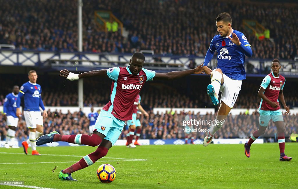 Cheikhou Kouyate of West Ham United (L) attempts to pass the ball while Kevin Mirallas of Everton (R) puts him under pressure during the Premier League match between Everton and West Ham United at Goodison Park on October 30, 2016 in Liverpool, England.