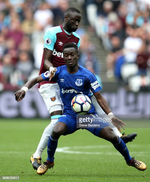 Cheikhou Kouyate of West Ham United battles for possession with Idrissa Gueye of Everton during the Premier League match between West Ham United and...