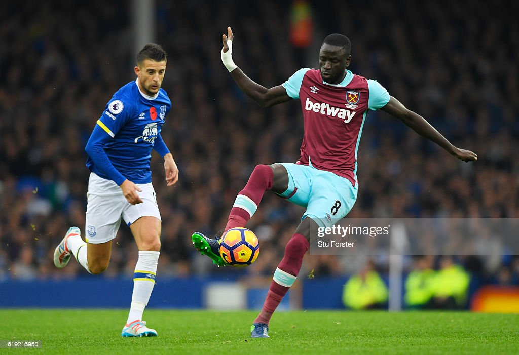 Cheikhou Kouyate of West Ham United (C) controls the ball during the Premier League match between Everton and West Ham United at Goodison Park on October 30, 2016 in Liverpool, England.