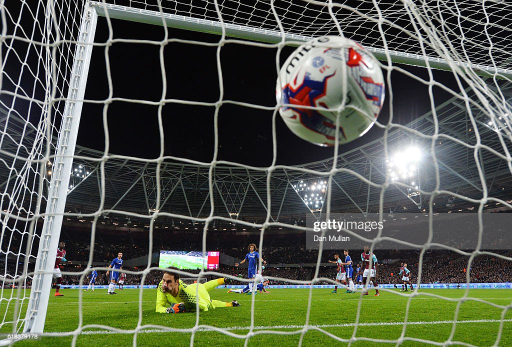 Cheikhou Kouyate of West Ham United (Obscure) scores his sides first goal during the EFL Cup fourth round match between West Ham United and Chelsea at The London Stadium on October 26, 2016 in London, England.