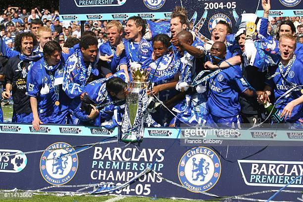 BRIDGE LONDON UK MAY 7TH 2005 Chelsea 1 v Charlton Athletic 0 and Chelsea clinch the Barclays Premiership title Chelsea players enjoy the...