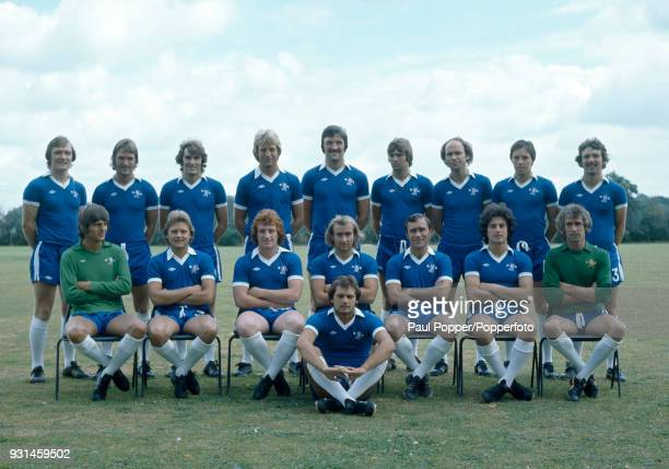 Chelsea 1st team squad, circa August 1977. Back row : David Hay, Gary Locke, Steve Finnieston, Steve Wicks, Micky Droy, Bill Garner, John Dempsey,...