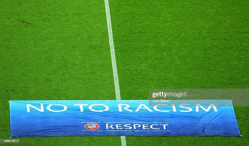 FC Schalke 04 v Chelsea - UEFA Champions League : News Photo