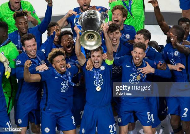 Chelsea captain César Azpilicueta lifts the trophy after the UEFA Champions League Final between Manchester City and Chelsea FC at Estadio do Dragao...