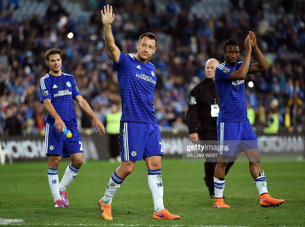 Chelsea captain John Terry (C) and teammates Cesar Azpilicueta (L) and John Obi Mikel (R) applaud the crowd after they defeated Sydney FC 1-0 in their football friendly match in Sydney on June 2, 2015. AFP PHOTO/William WEST --IMAGE