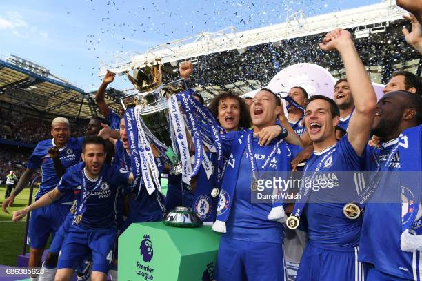 Chelsea celebrate winning the Premier League title following the Premier League match between Chelsea and Sunderland at Stamford Bridge on May 21...