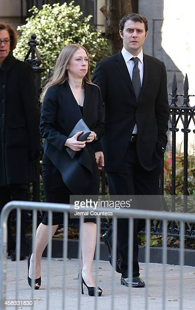 Chelsea Clinton and Mark Mezinsky attend the funeral of fashion designer Oscar De La Renta at St Ignatius Of Loyola on November 3 2014 in New York...