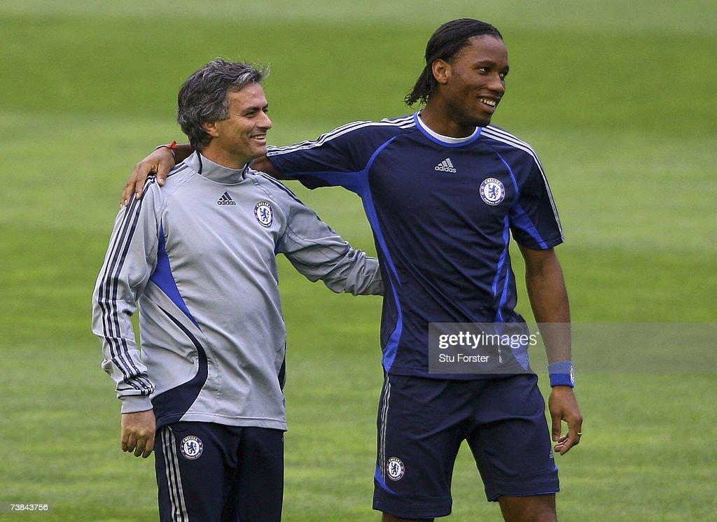 Chelsea Training & Press Conference : Nieuwsfoto's
