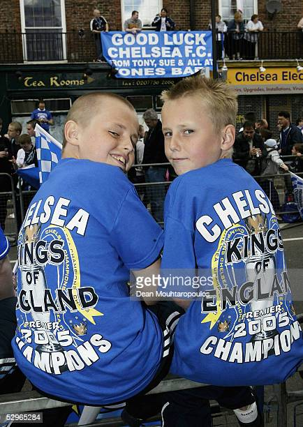 Chelsea fans wait for the team bus carrying the FA Barclays Premier League trophy and League Cup on the Chelsea Football Club victory parade on May...