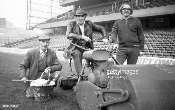 chelsea-fc-groundstaff-arthur-meadows-george-anstiss-and-john-anstiss-picture-id109179035?s=612x612