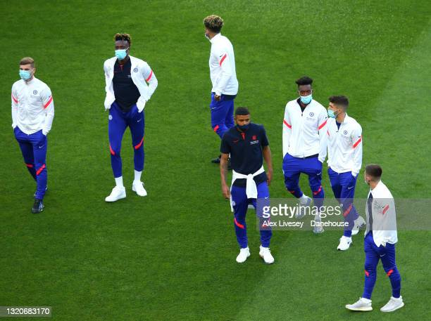 Chelsea FC players arrive at the stadium ahead of the UEFA Champions League Final between Manchester City and Chelsea FC at Estadio do Dragao on May...