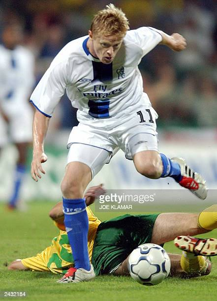 Chelsea FC's Damien Duff passes with the ball over MSK Zilina's Dusan Sninsky during the 3rd preliminary round qualifing match of the UEFA Champions...