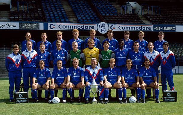 Chelsea Football Club, 1st team squad, at Stamford Bridge, August 1990. Back row : Damian Matthew, Graham Stuart, Gareth Hall, Erland Johnsen, Kerry...
