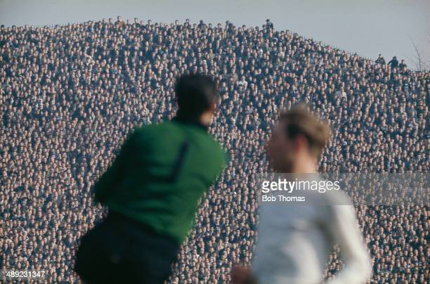 Chelsea goalkeeper Peter Bonetti in action in front of a large crowd on the terraces of Hillsborough Stadium in Sheffield, circa 1970.
