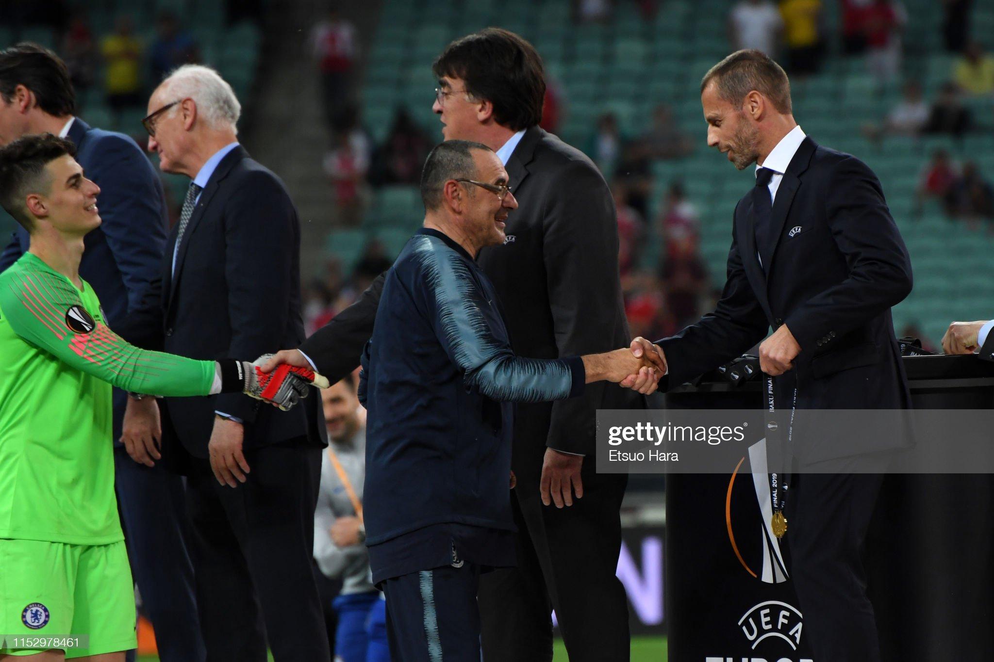 ¿Cuánto mide Maurizio Sarri? - Altura - Real height Chelsea-head-coach-maurizio-sarri-and-uefa-president-aleksander-picture-id1152978461?s=2048x2048