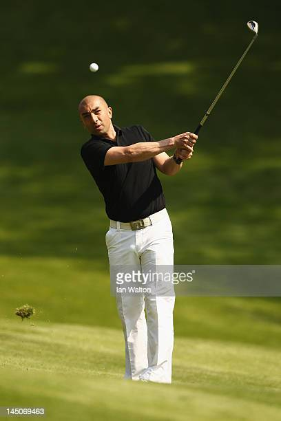 Chelsea Interim Manager Roberto Di Matteo chips during the Pro-Am round prior to the BMW PGA Championship on the West Course at the Wentworth Club on...