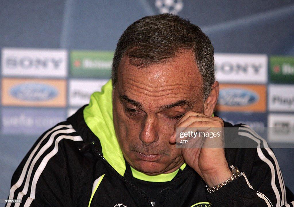 Chelsea manager Avram Grant gestures as : Nieuwsfoto's