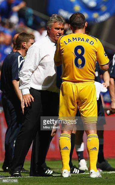 Chelsea Manager Guus Hiddink talks to Frank Lampard of Chelsea during the FA Cup sponsored by EON Final match between Chelsea and Everton at Wembley...
