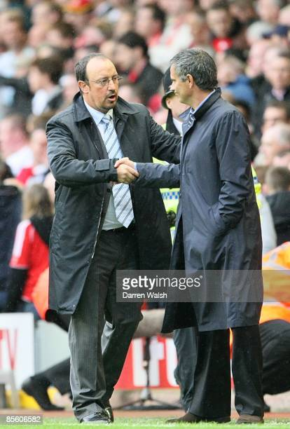Chelsea manager Jose Mourinho and Liverpool manager Rafael Benitez shake hands after the final whistle
