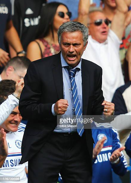 Chelsea manager Jose Mourinho celebrates Frank Lampard's goal during the Barclays Premier League match between Chelsea and Hull City at Stamford...
