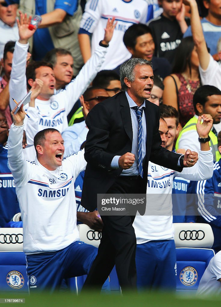Chelsea manager Jose Mourinho celebrates Frank Lampard's goal during the Barclays Premier League match between Chelsea and Hull City at Stamford Bridge on August 18, 2013 in London, England.