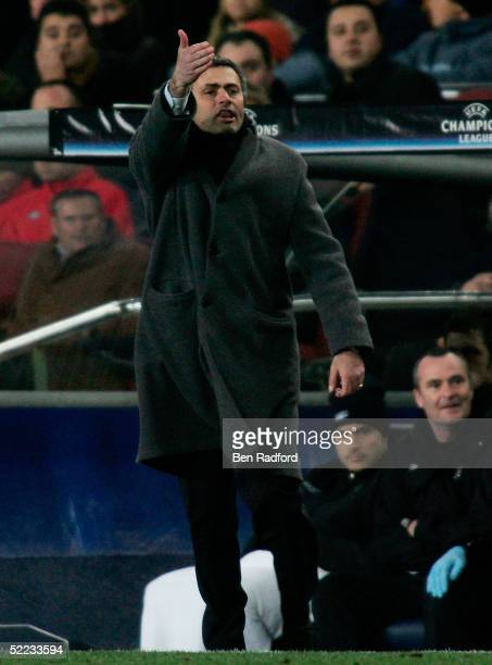 Chelsea Manager Jose Mourinho shouts instructions from the sidelines during the UEFA Champions League first knockout round first leg match between...
