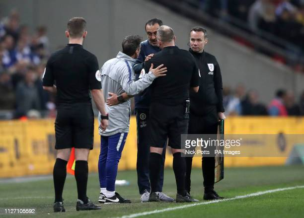 Chelsea manager Maurizio Sarri speaks with referee Jonathan Moss after his firstchoice goalkeeper Kepa Arrizabalaga refuses to leave the pitch after...