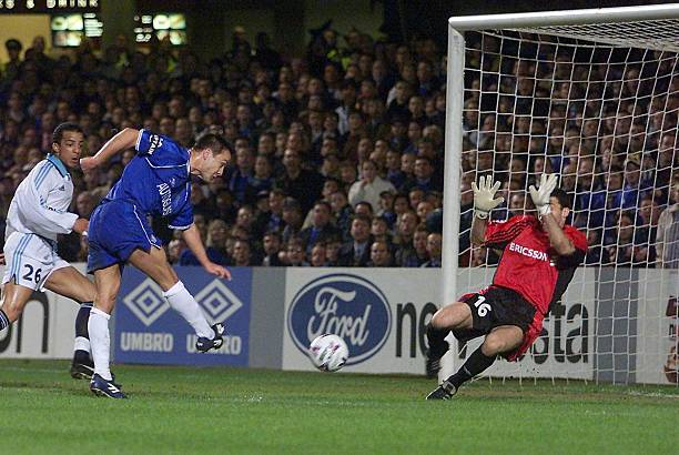 Chelsea midfielder Dennis Wise scores the first goal past Marseille goalkeeper Stephane Trevisan 08 March 2000, during their UEFA Champions League...