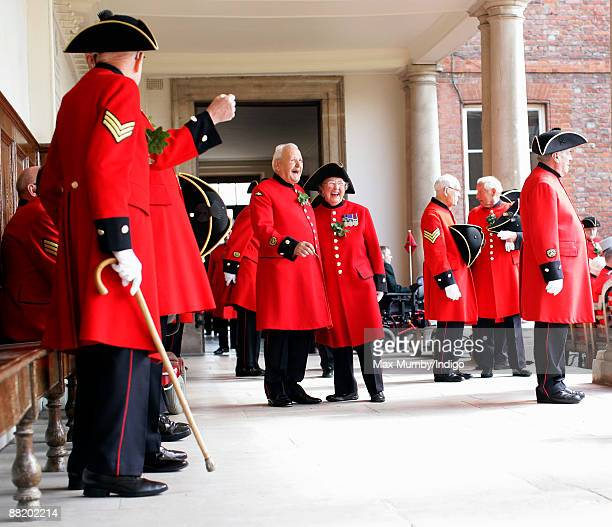 Chelsea Pensioners, including female pensioner Winifred Phillips attend Founders Day Parade at Royal Hospital Chelsea on June 4, 2009 in London,...