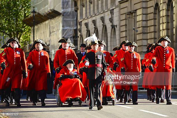 chelsea pensioners, remembrance sunday - remembrance sunday stock pictures, royalty-free photos & images