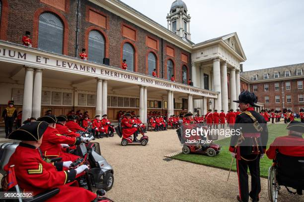 Chelsea Pensioners take part in the Founder's Day Parade at Royal Hospital Chelsea on June 7 2018 in London England The annual event celebrates the...