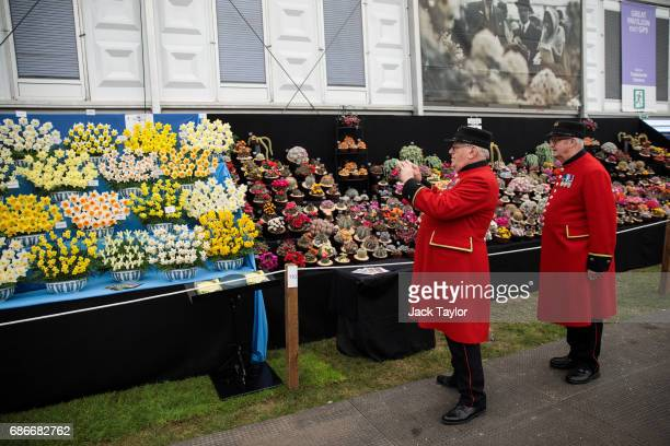 Chelsea pensioners view and take pictures of the floral displays at the Chelsea Flower Show on May 22 2017 in London England The prestigious Chelsea...