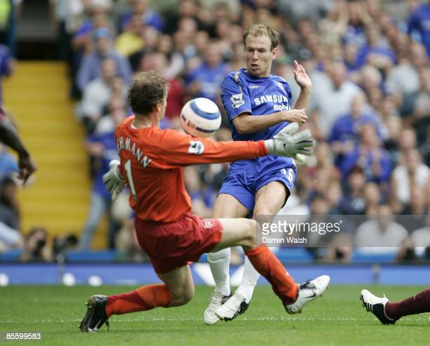 Chelsea player Arjen Robben goes close with this shot past Arsenal Goalkeeper Jens Lehmann