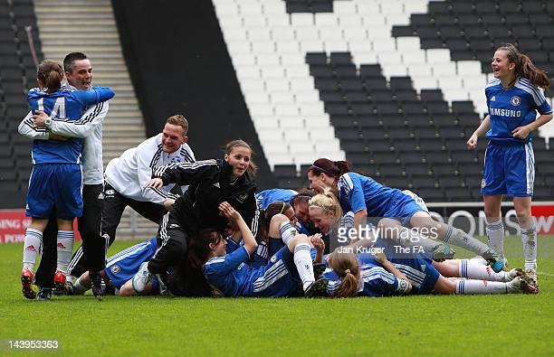 Chelsea players celebrate the win during the FA Girls' Youth Cup U17s Centre of Excellence Final between Arsenal and Chelsea at Stadium MK on May 6,...