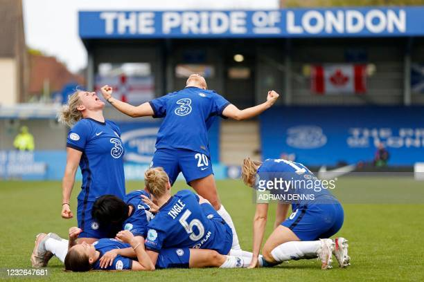 Chelsea players celebrate their fourth goal during the UEFA Women's Champions League semi-final second leg football match between Chelsea and Bayern...