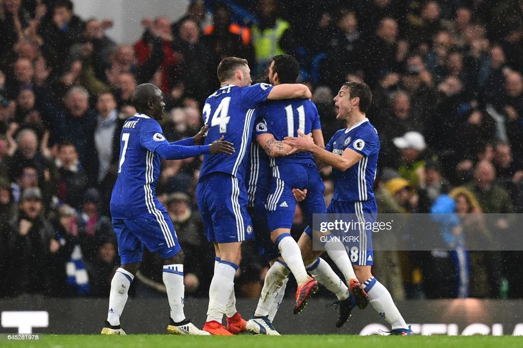 Chelsea players including, Chelsea's French midfielder N'Golo Kante (L), Chelsea's English defender Gary Cahill (2L) and Chelsea's Spanish defender Cesar Azpilicueta (R) celebrate their second goal scored by Chelsea's Spanish midfielder Pedro (2R) during the English Premier League football match between Chelsea and Swansea at Stamford Bridge in London on February 25, 2017. / AFP / Glyn KIRK / RESTRICTED TO EDITORIAL USE. No use with unauthorized audio, video, data, fixture lists, club/league logos or 'live' services. Online in-match use limited to 75 images, no video emulation. No use in betting, games or single club/league/player publications. /