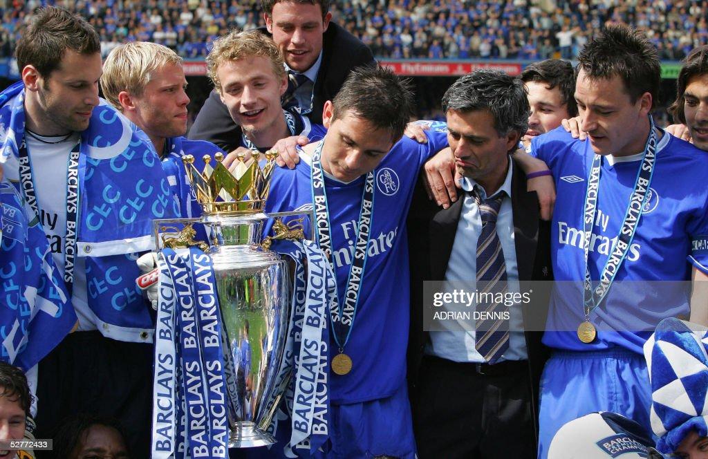 Chelsea players Petr Cech (L) John Terry : News Photo