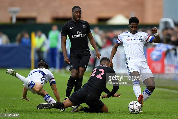 Chelsea U19's Charlie Colkett and Ola Aina battle for the ball with Paris Saint Germain's Antoine Bernede