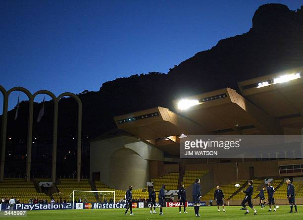 Chelsea warmsup during a training session 19 April 2004 at Stade Louis II stadium in Monaco as they prepare to face AS Monaco in the UEFA Champions...