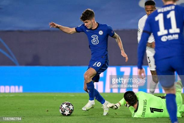 Chelsea's American midfielder Christian Pulisic scores a goal during the UEFA Champions League semi-final first leg football match between Real...