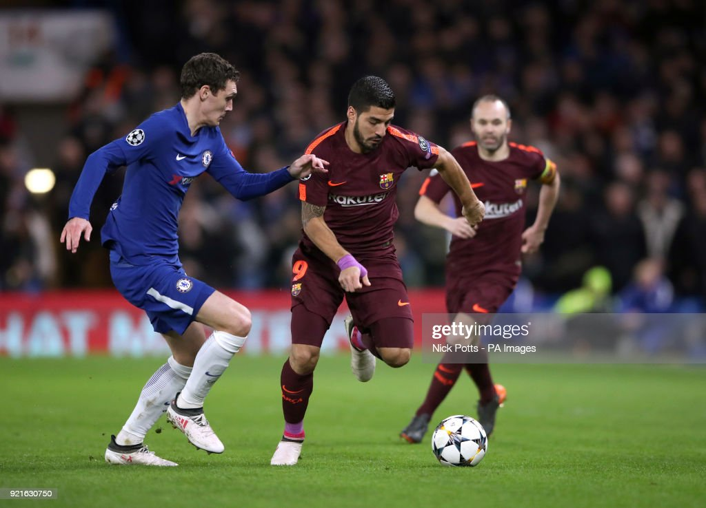 Chelsea's Andreas Christensen (left) and Barcelona's Luis Suarez battle for the ball during the UEFA Champions League round of sixteen, first leg match at Stamford Bridge, London.