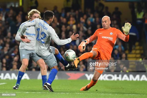 Chelsea's Argentinian goalkeeper Willy Caballero blocks a shot by Everton's English midfielder Aaron Lennon during the English League Cup fourth...