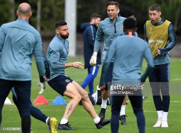 Chelsea's Argentinian goalkeeper Willy Caballero , Chelsea's French striker Olivier Giroud , Chelsea's English goalkeeper Robert Green and Chelsea's...