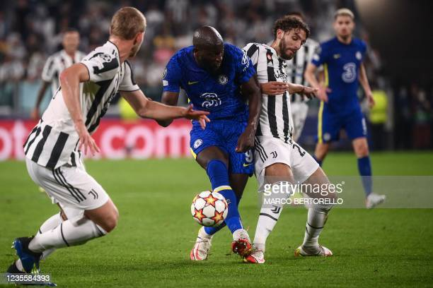 Chelsea's Belgian forward Romelu Lukaku and Juventus' Italian midfielder Manuel Locatelli go for the ball during the UEFA Champions League Group H...