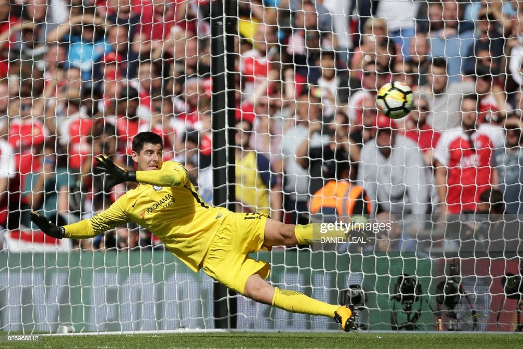 TOPSHOT - Chelsea's Belgian goalkeeper Thibaut Courtois is beaten by a penalty during the shoot-out during the English FA Community Shield football match between Arsenal and Chelsea at Wembley Stadium in north London on August 6, 2017. Arsenal won 4-1 on penalties after the game ended 1-1. / AFP PHOTO / Daniel LEAL