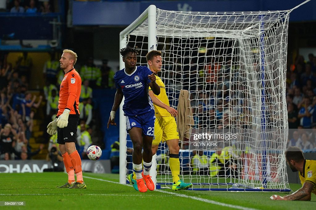 Chelsea's Belgian striker Michy Batshuayi (C) celebrates scoring their third goal during the English League Cup second round football match between Chelsea and Bristol Rovers at Stamford Bridge in London on August 23, 2016. / AFP / GLYN KIRK / RESTRICTED TO EDITORIAL USE. No use with unauthorized audio, video, data, fixture lists, club/league logos or 'live' services. Online in-match use limited to 75 images, no video emulation. No use in betting, games or single club/league/player publications. /