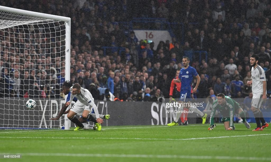 Chelsea's Belgian striker Michy Batshuayi (L) scores his team's sixth goal during the UEFA Champions League Group C football match between Chelsea and Qarabag at Stamford Bridge in London on September 12, 2017. / AFP PHOTO / Ben STANSALL