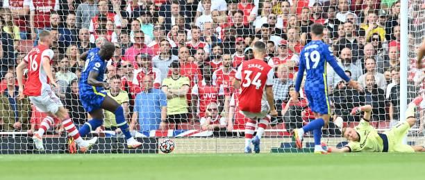 Chelsea's Belgian striker Romelu Lukaku scores his team's first goal on his debut past Arsenal's German goalkeeper Bernd Leno during the English...