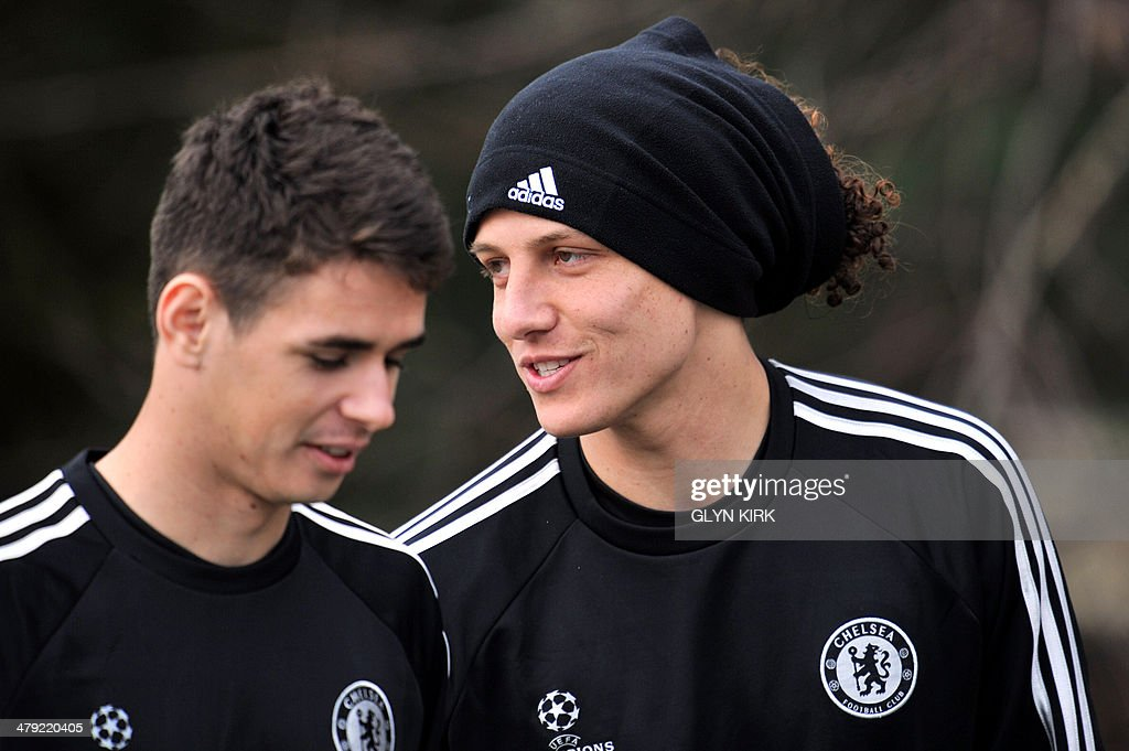 Chelsea's Brazilian defender David Luiz (R) and midfielder Oscar (L) attend a training session at the team's training ground in Stoke D'Abernon, south London, on March 17, 2014, on the eve of their UEFA Champions League, round of 16, second leg football match against Galatasaray.